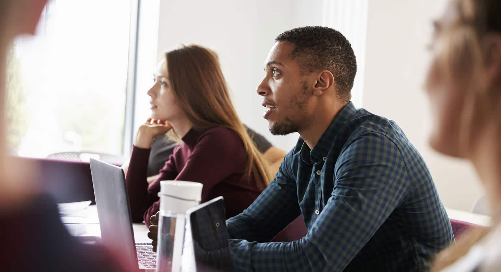 Studienvorbereitender Sprachkurs meist vor dem eigentlichen Studium erforderlich